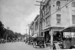 22.0a. Upper Main Street, 1920 (230.1-043)